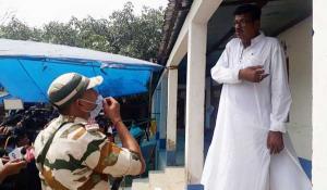 SafeValue must use [property]=binding: নাটাবাড়ির একটি বুথে রবীন্দ্রনাথ ঘোষকে ঢুকতে বাধা দিল কেন্দ্রীয় বাহিনী (see http://g.co/ng/security#xss)