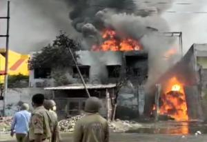 SafeValue must use [property]=binding: গাজিয়াবাদের কারখানায় ভয়াবহ আগুন (see http://g.co/ng/security#xss)
