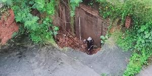 SafeValue must use [property]=binding: রাতভর বৃষ্টিতে বাগুইআটিতে ভেঙে পড়ল বাড়ির একাংশ (see http://g.co/ng/security#xss)