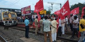 SafeValue must use [property]=binding: পূর্ব বর্ধমানের মেমারি রেল স্টেশন ও জিটি রোড চৌমাথায় অবরোধ (see http://g.co/ng/security#xss)