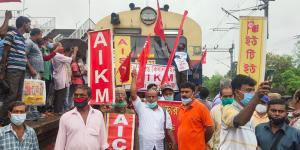 SafeValue must use [property]=binding: কৃষক আন্দোলনকে সমর্থন করে কৃষ্ণনগরে চলছে রেল রোকো কর্মসূচি (see http://g.co/ng/security#xss)