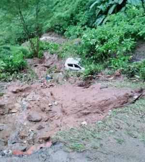 SafeValue must use [property]=binding: ধস ও বৃষ্টির জেরে উত্তরবঙ্গে বন্ধ রাস্তার তালিকা (see http://g.co/ng/security#xss)