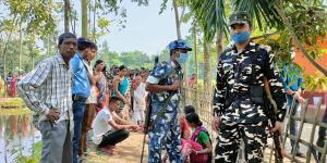 SafeValue must use [property]=binding: দিনহাটায় একই পরিবারের ৩ জনের মৃতদেহ উদ্ধার, চাঞ্চল্য (see http://g.co/ng/security#xss)